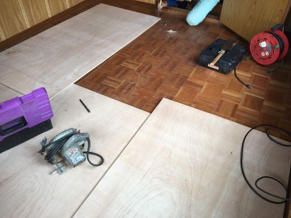 築古戸建 ゆるんだ床の補強 コンパネ