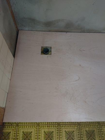 築古戸建 床の補強 DIY 排水溝の穴を開ける
