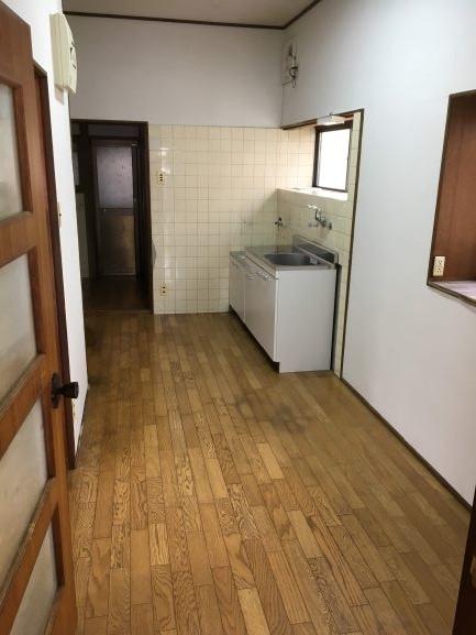 キッチンの吊り棚を撤去しすっきりした台所
