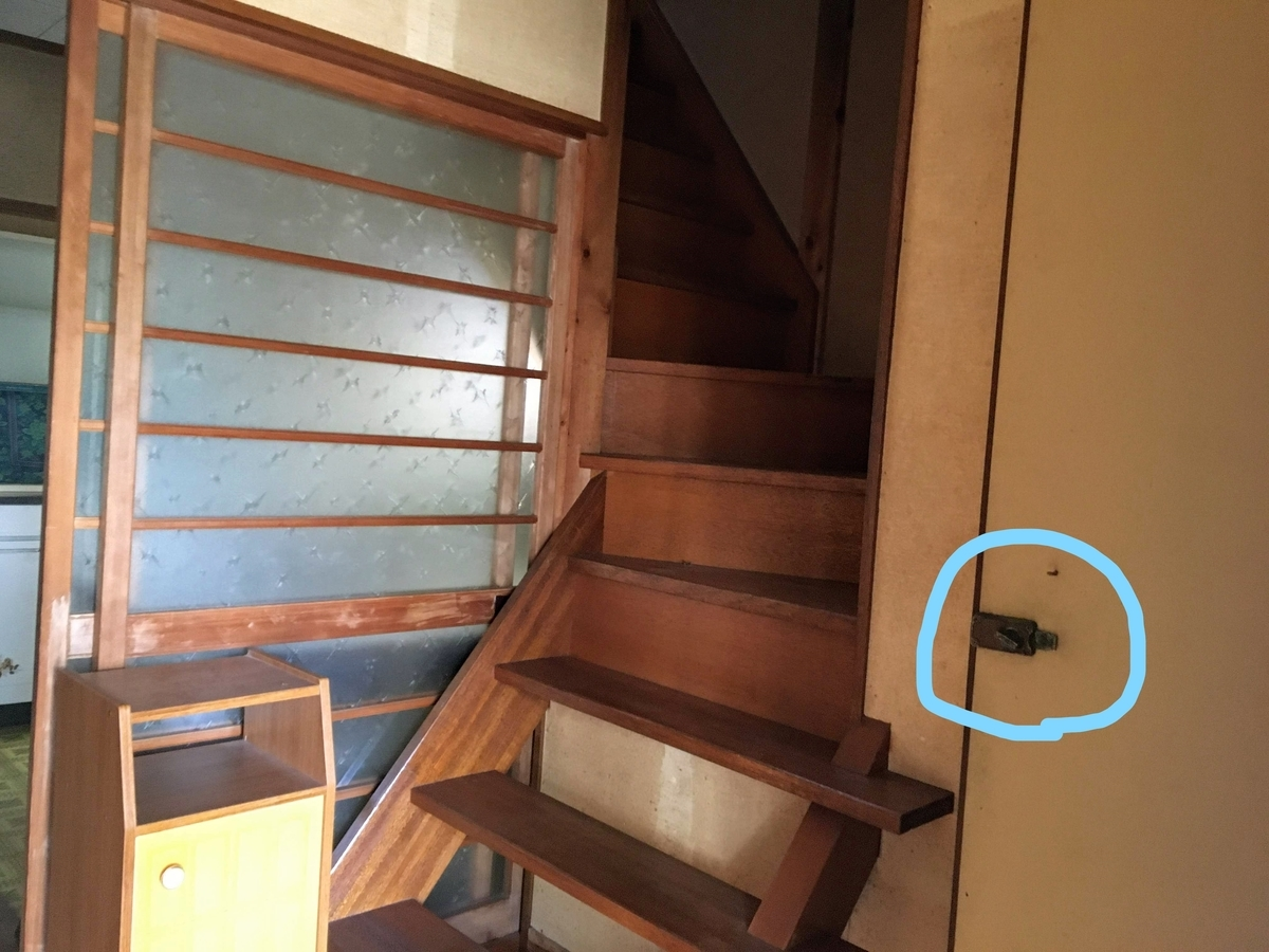 鍵が壊れているトイレのドアノブ