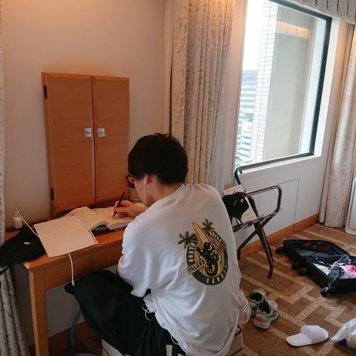 ホテル阪神大阪の室内の鏡台で勉強できる