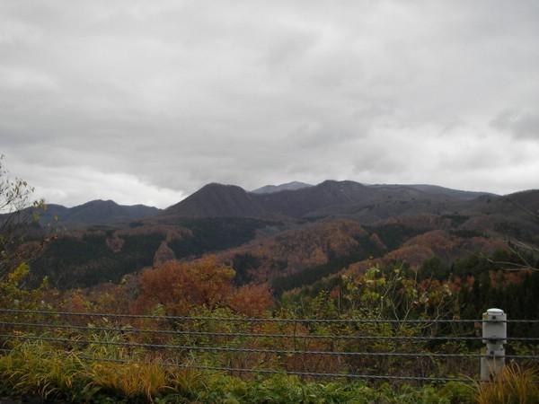 秋の夕日に照る山紅葉