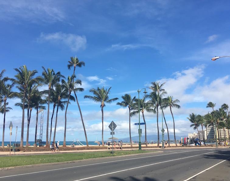 ハワイ-カラカウア通り-晴天