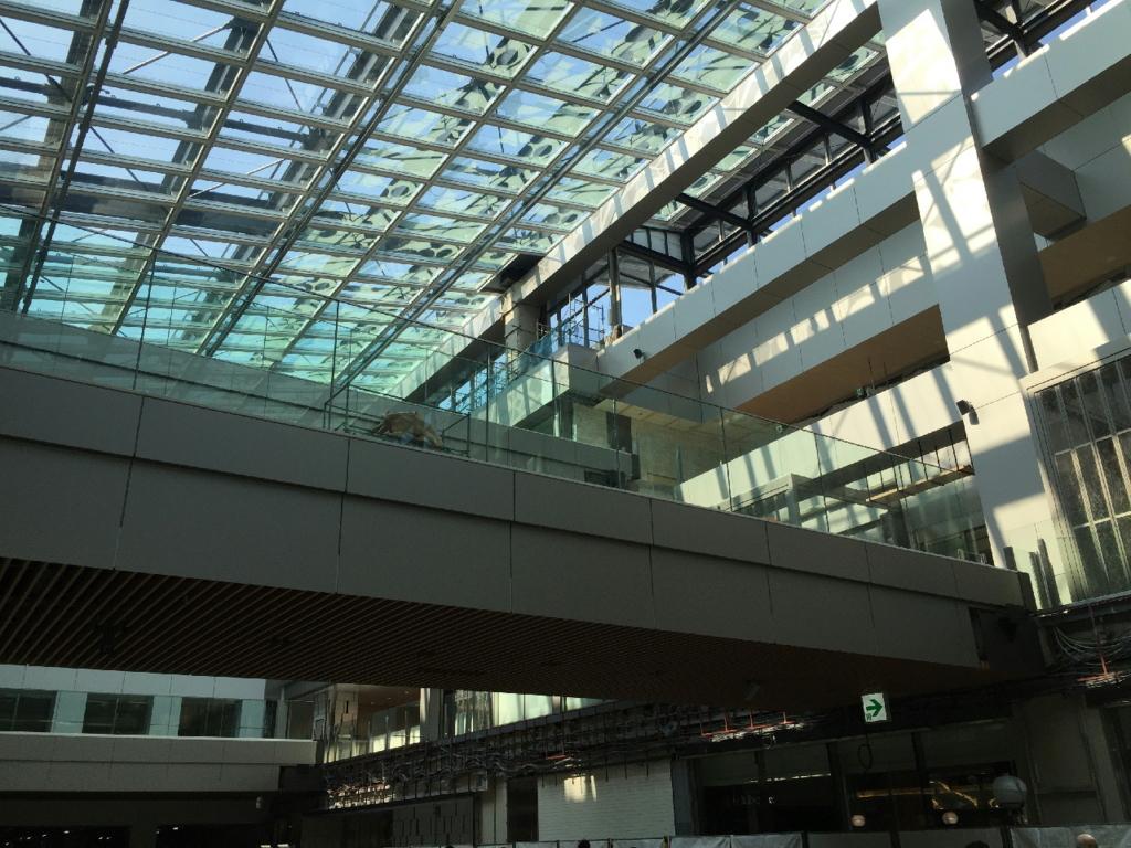 新仙台駅東西自由通路の店舗間渡り通路