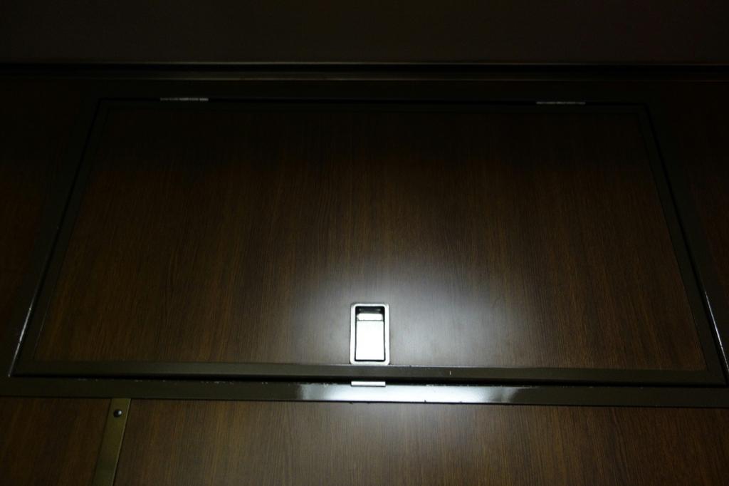 北斗星9号車A寝台個室ロイヤルの収納ボックス