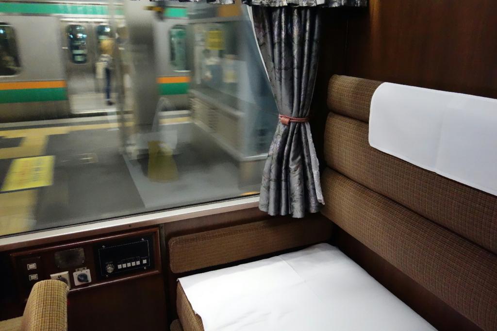 北斗星9号車A寝台個室ロイヤルの窓側に設置されるコントロールパネル