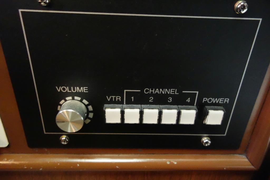 北斗星9号車A寝台個室ロイヤルの音響機器用スイッチ
