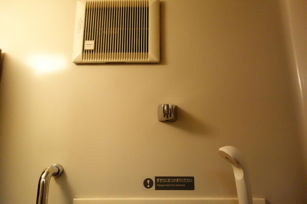 北斗星9号車A寝台個室ロイヤルのシャワーユニットに設置される換気扇
