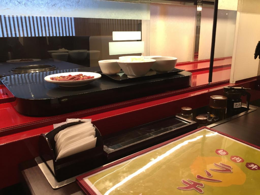 焼肉・冷麺ヤマトの料理運搬用特急レーン