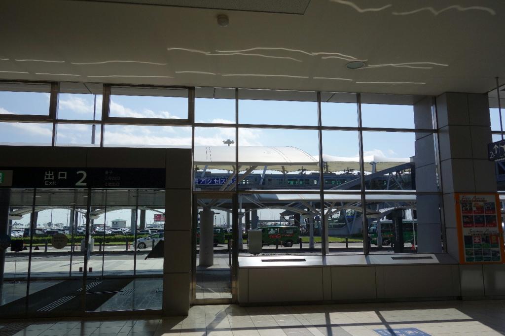 仙台国際空港ターミナルビル1階の2番出入口