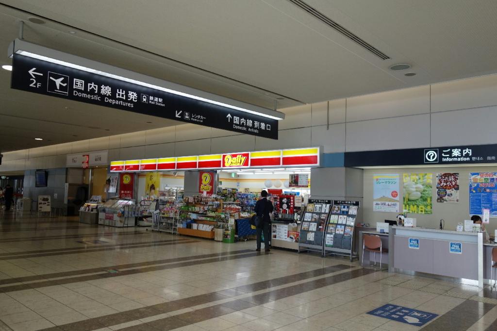 仙台国際空港ターミナルビル1階の商業施設(お店・インフォメーションカウンター)