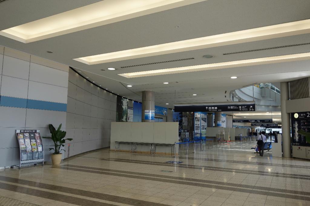 仙台国際空港ターミナルビル1階のフロア全般(国内線到着ロビー付近)