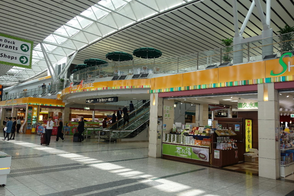 仙台国際空港ターミナルビル2階の商業施設付近