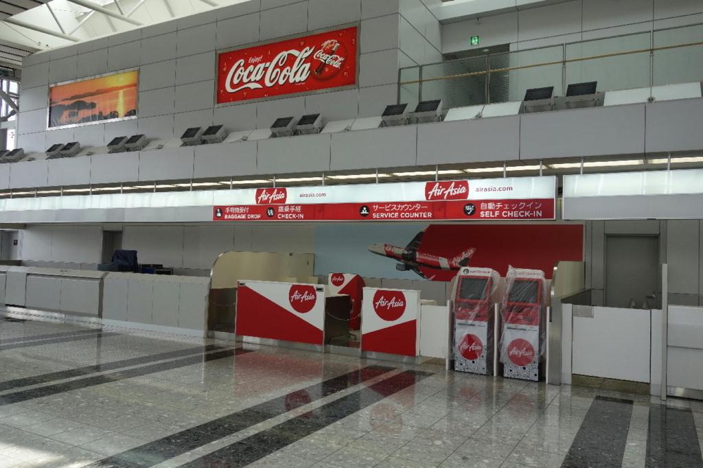 仙台国際空港ターミナルビル2階の国内線出発ロビー(エアアジアカウンター)