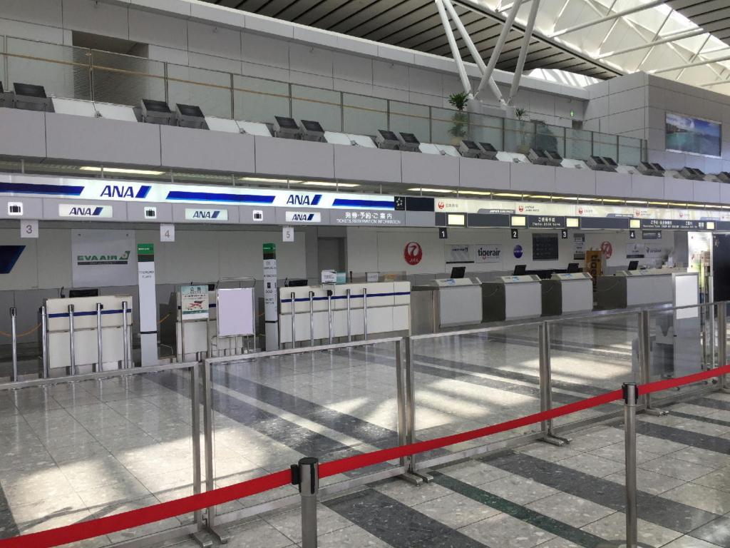 仙台国際空港ターミナルビル2階の国際線出発ロビー(各航空会社カウンター)