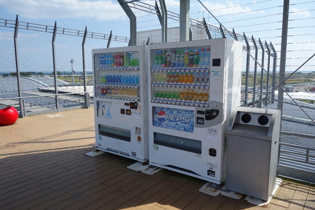 仙台国際空港の屋上展望デッキ(自動販売機)
