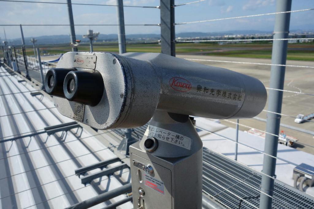 仙台国際空港の屋上展望デッキ(望遠鏡)