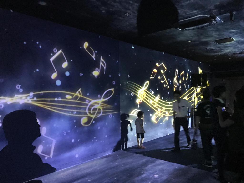 仙台うみの杜水族館のSparkling of Life & musicにおいてのプロジェクションマッピング