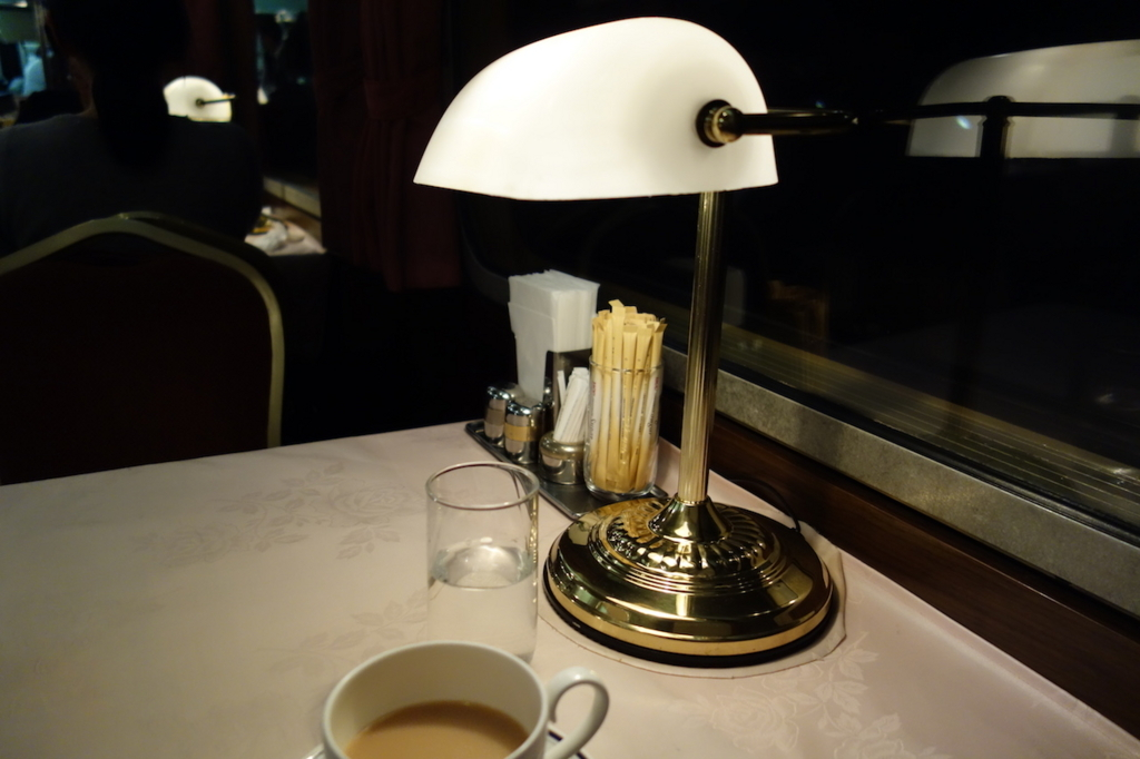 北斗星グランシャリオでの紅茶とバンカーランプ