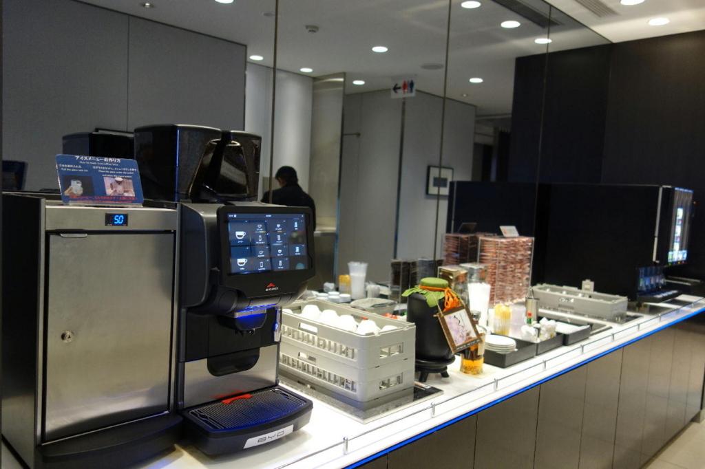 仙台国際空港のANAラウンジ(ドリンクコーナー)