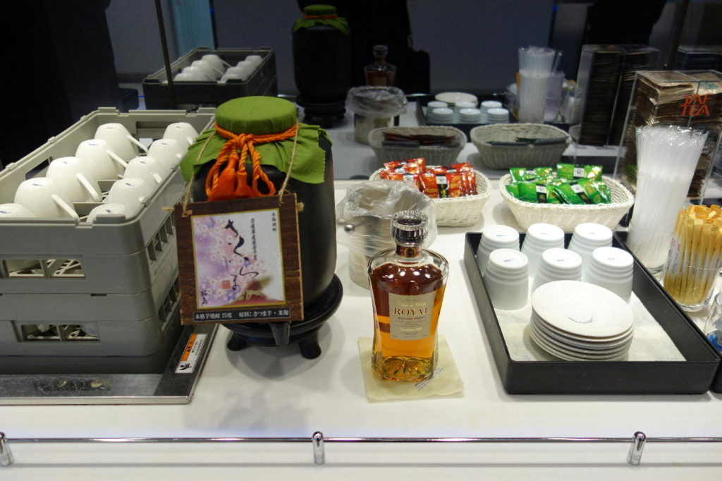 仙台国際空港のANAラウンジ(焼酎とウイスキー)