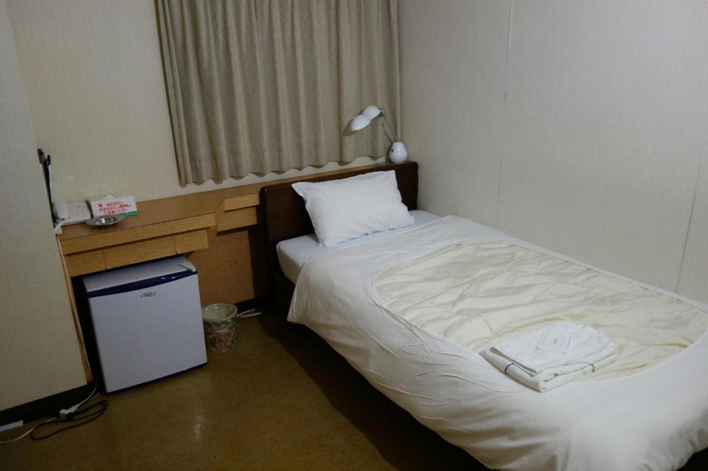 阪急電鉄蛍池駅近くにあるホテルつじ井のシングルルーム
