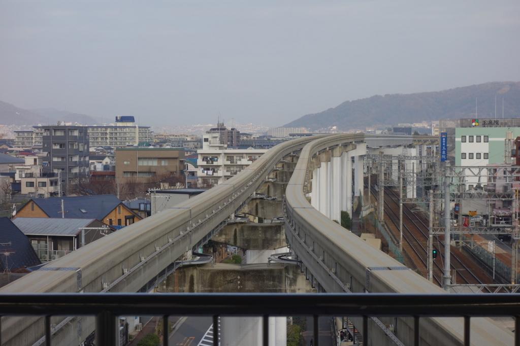 大阪モノレールの蛍池駅(ホーム端)