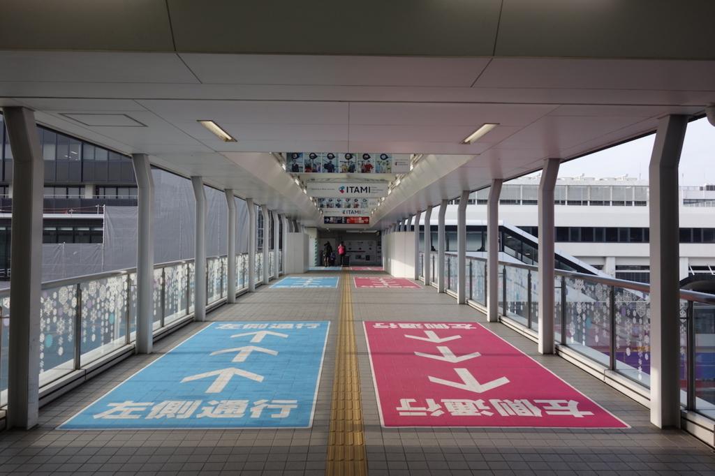 大阪モノレールの大阪空港駅(連絡通路)