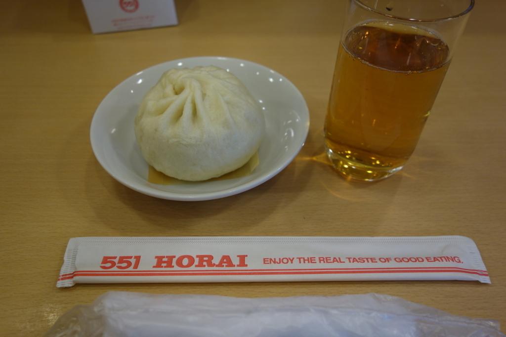 大阪国際空港の551蓬莱(豚まん)