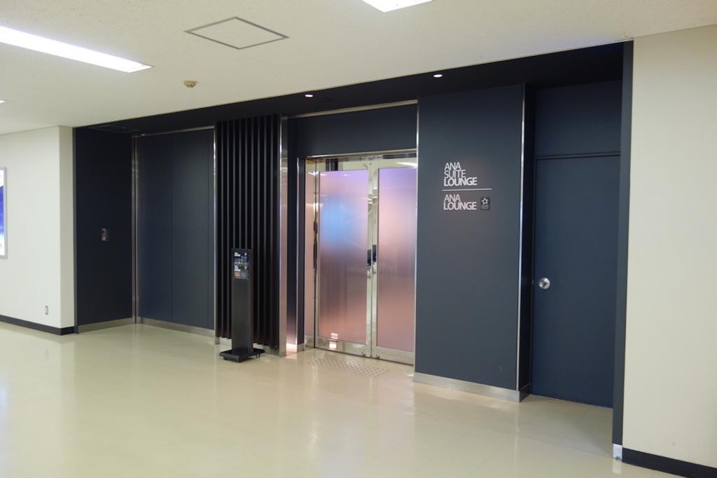 大阪国際空港のANAラウンジ(中2階入口)