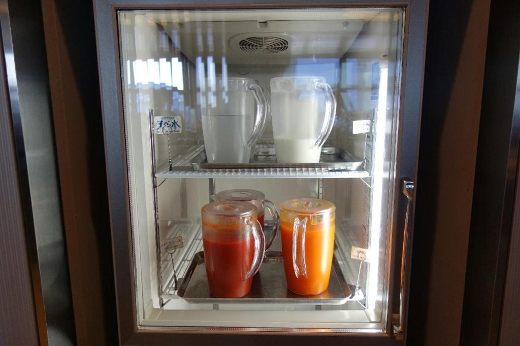 大阪国際空港のANAラウンジ(野菜ジュース類)