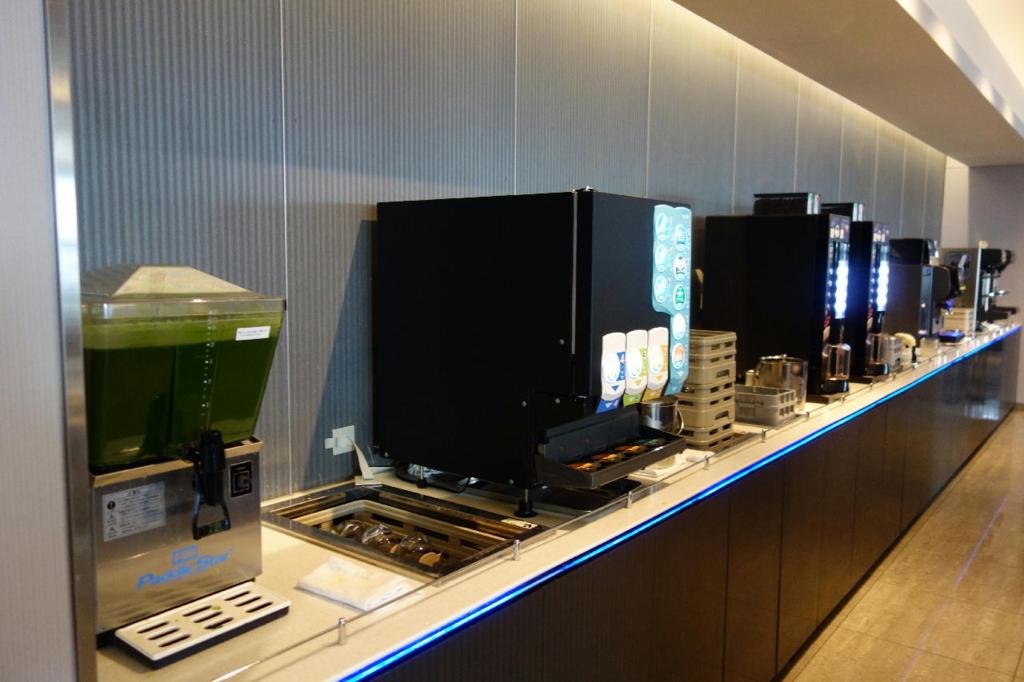 大阪国際空港のANAラウンジ(ドリンクコーナー)