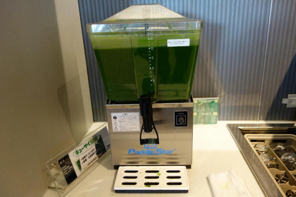 大阪国際空港のANAラウンジ(青汁)