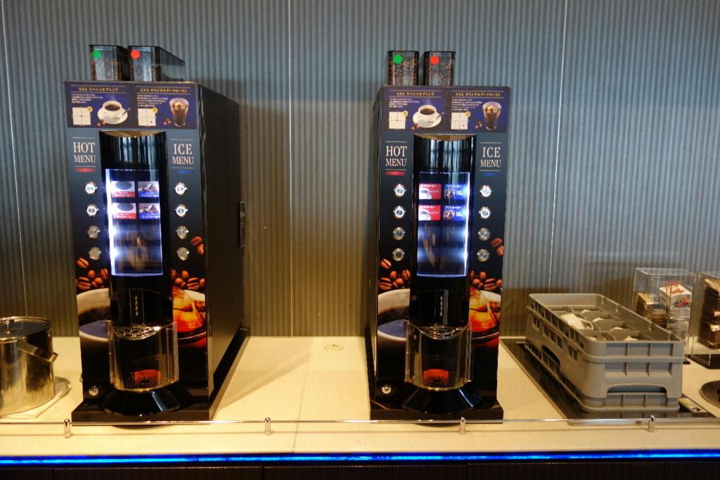 大阪国際空港のANAラウンジ(コーヒーマシン別機種)