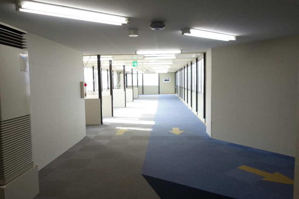 大阪国際空港(仮で設置された通路)