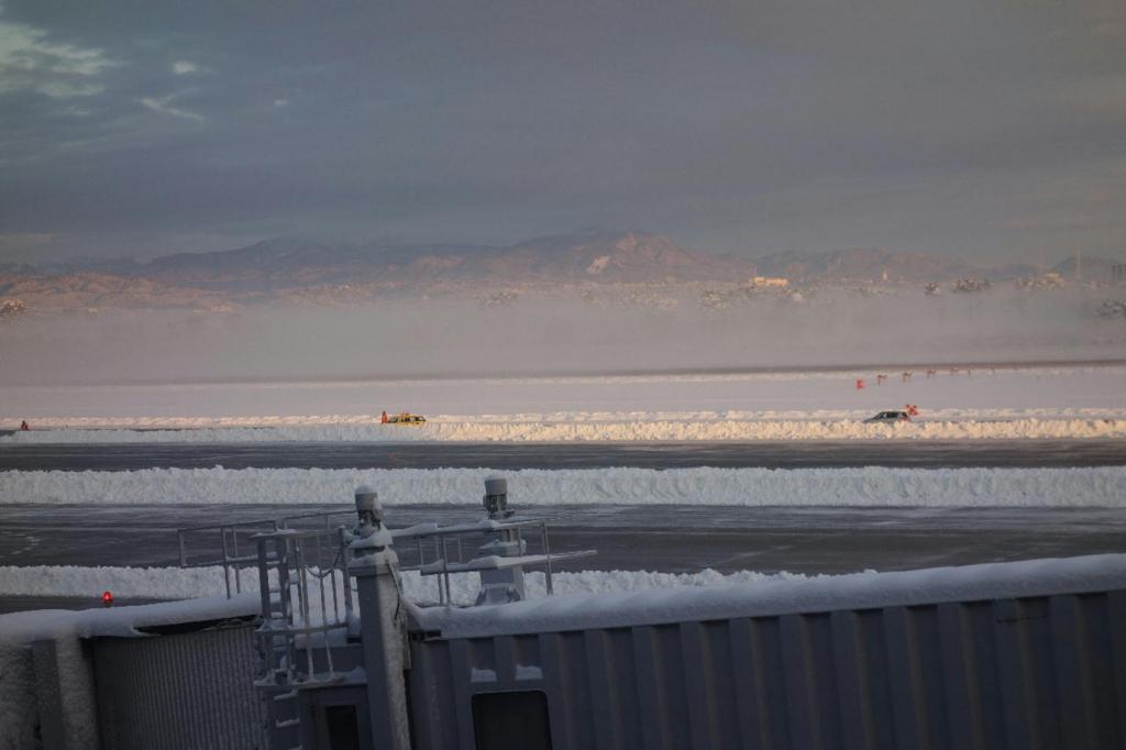 除雪作業中の仙台国際空港(平成30年1月23日)