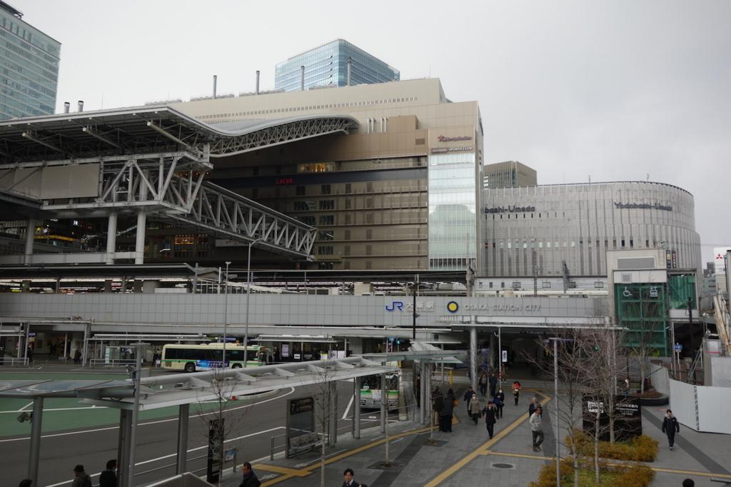 斜め方向から見た大阪駅