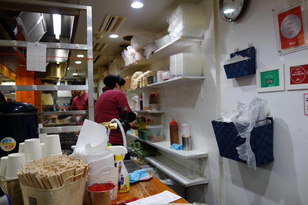 新梅田食堂街にあるはなだこ(店内)