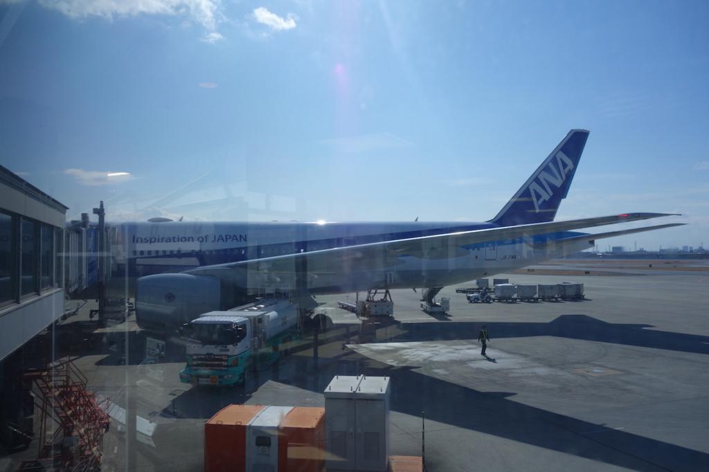 大阪国際空港で出発を待つANA765便(平成30年2月5日)