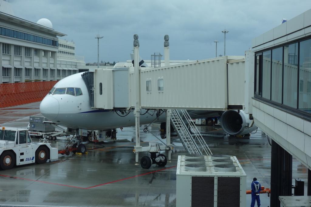 那覇空港で出発を待つANA1864便(平成30年2月5日)