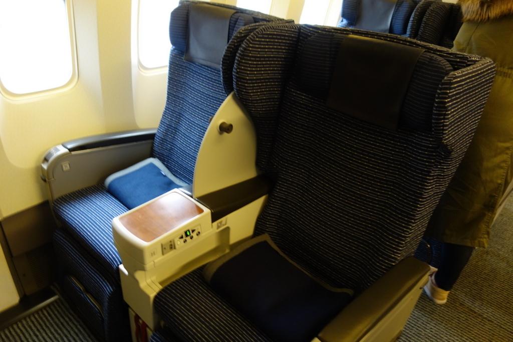 ANA1864便のプレミアムクラスシート(平成30年2月5日)
