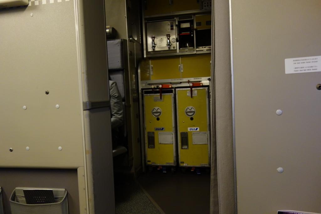 ANA1864便のプレミアムクラス(平成30年2月5日)