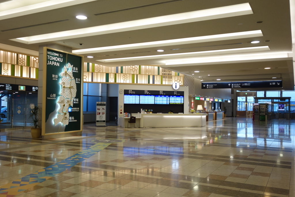 早朝の仙台国際空港1階インフォメーションカウンター