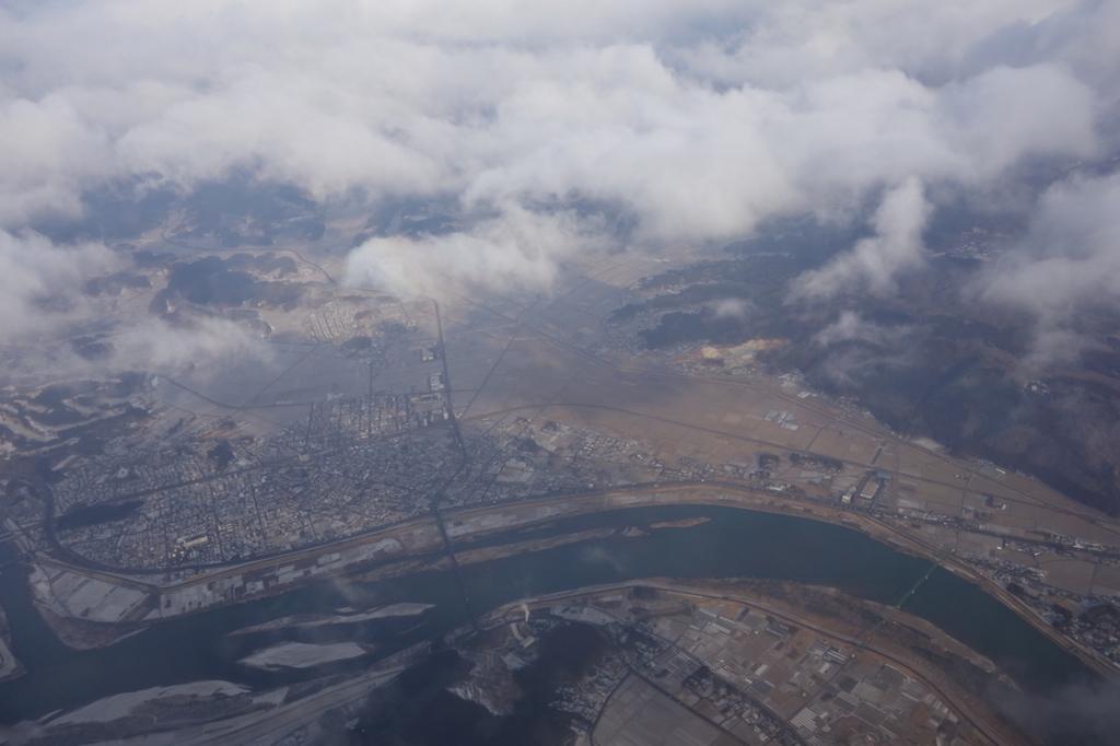 雲の上のANA732便から見た仙台国際空港周辺(平成30年2月21日)