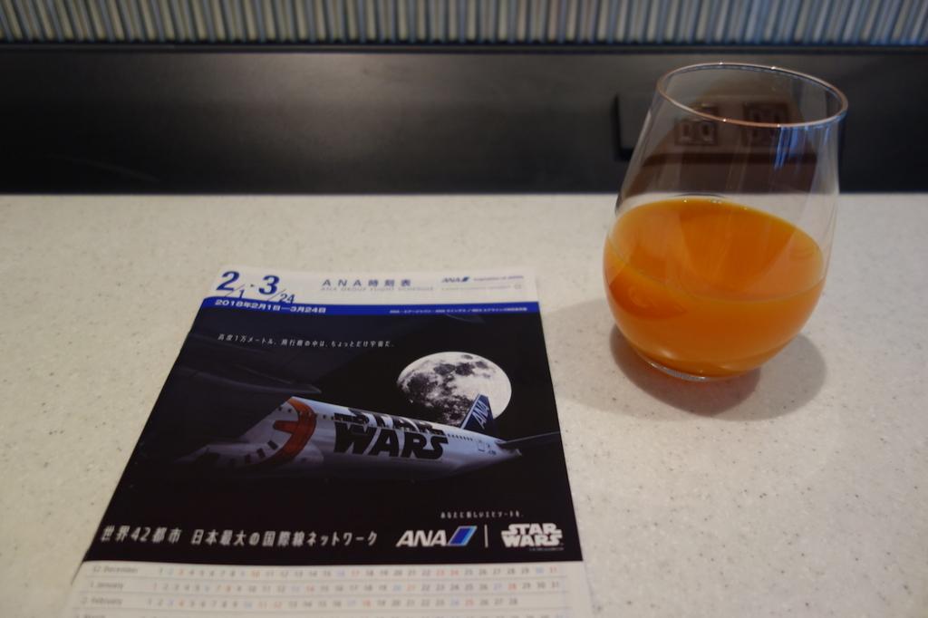 大阪国際空港のANAラウンジで飲んだ充実野菜(平成30年2月21日)