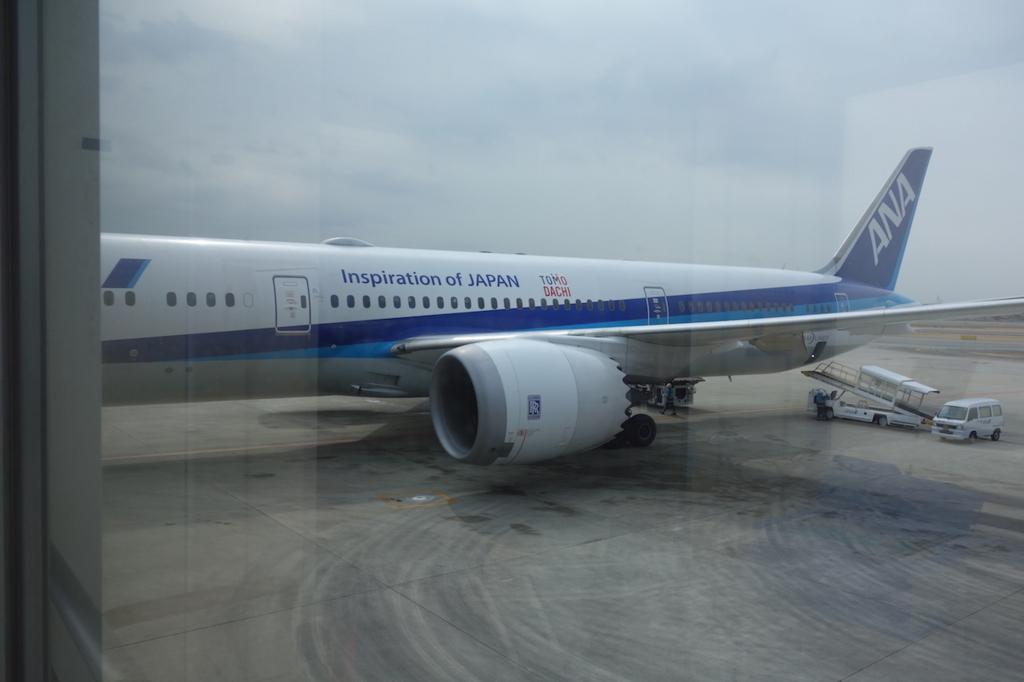 大阪国際空港で出発を待つANA765便(平成30年2月21日)
