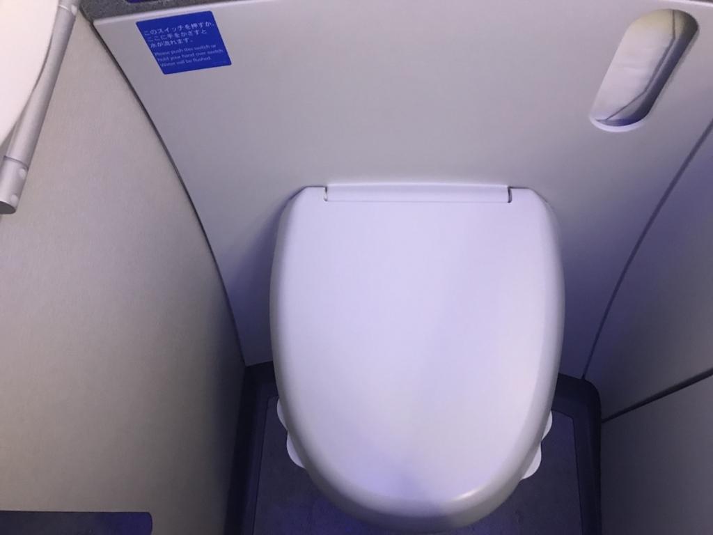 ANA765便のトイレ(平成30年2月21日)