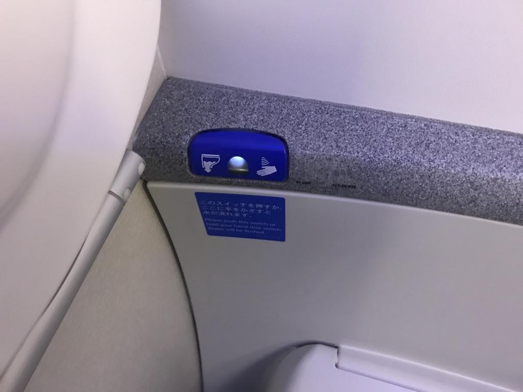 ANA765便のトイレにあるセンサー水栓(平成30年2月21日)