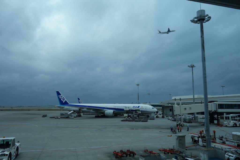 那覇空港の制限区域内から見た駐機場(平成30年2月21日)