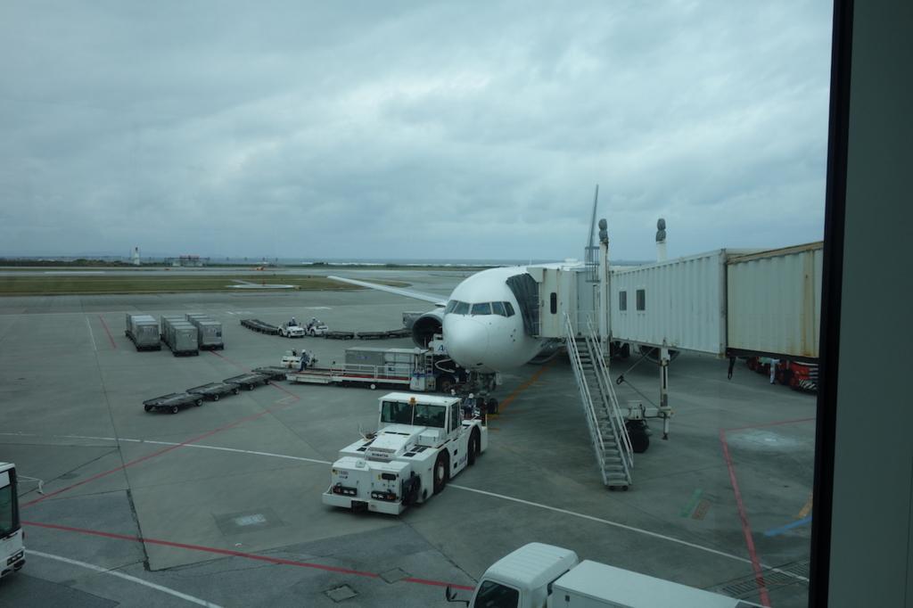 那覇空港で出発を待つANA1864便(平成30年2月21日)